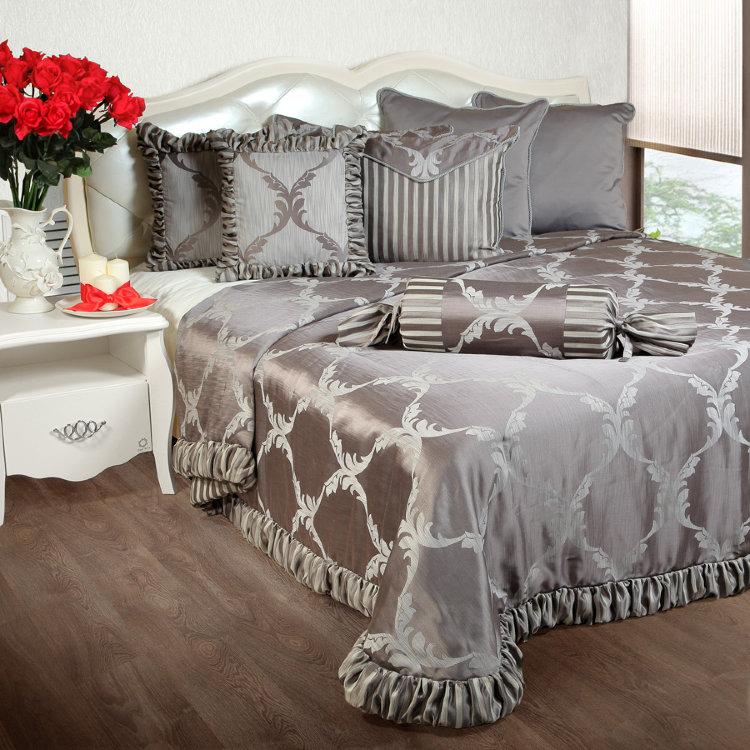 Подушки декоративные на кровать в спальню фото